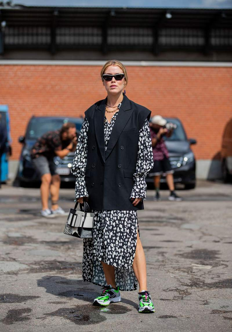 colete-largo-vestido-estampado-looks-como-usar