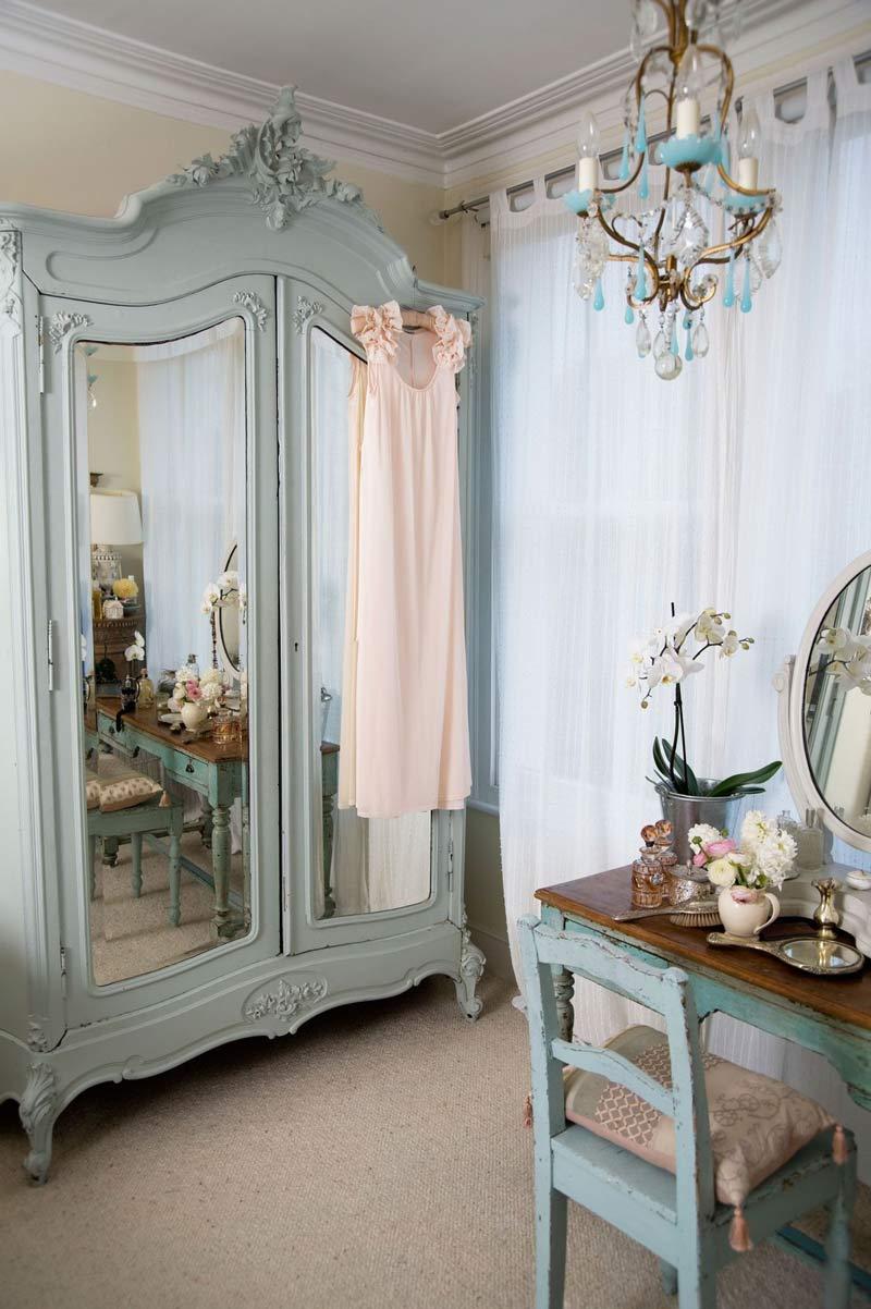 espelho-antigo-com-roupeiro