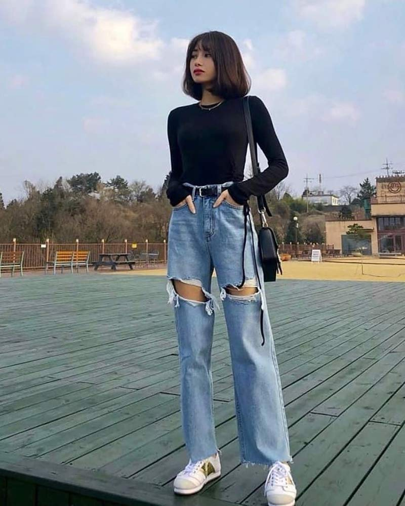 moda-coreana-camiseta-preta-manga-comprida-calca-mom-jeans