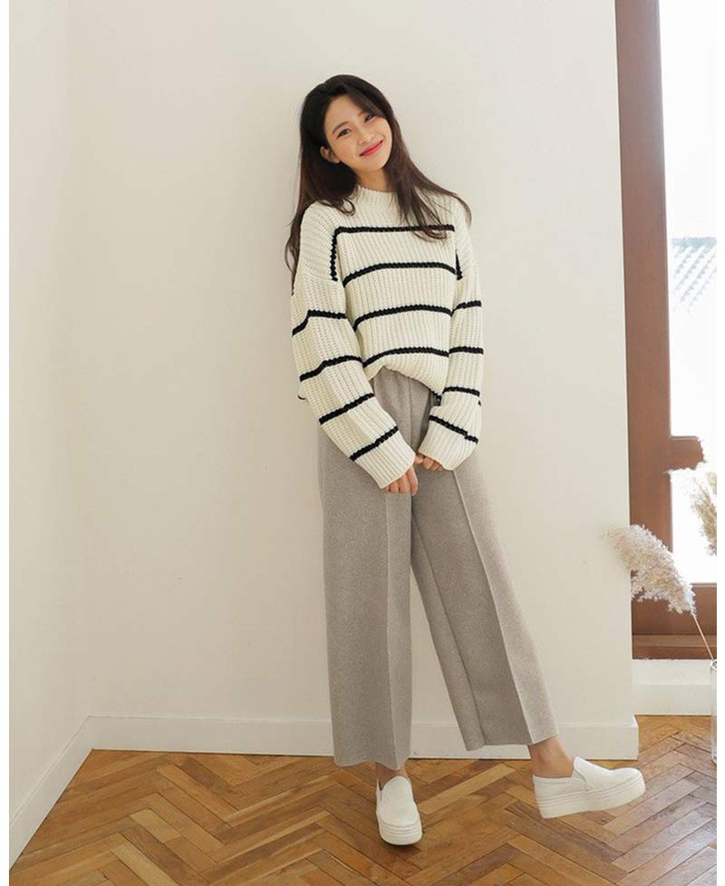moda-coreana-looks-basicos-calca-bege-sueter-la-listrado