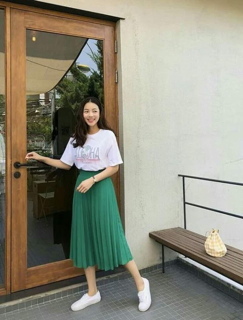 moda-coreana-saia-plissada-verde-camiseta
