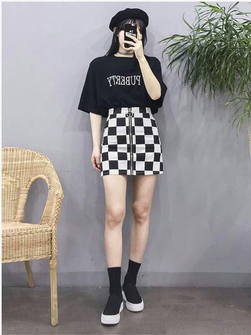 moda-coreana-saia-quadriculada-camiseta-preta-looks