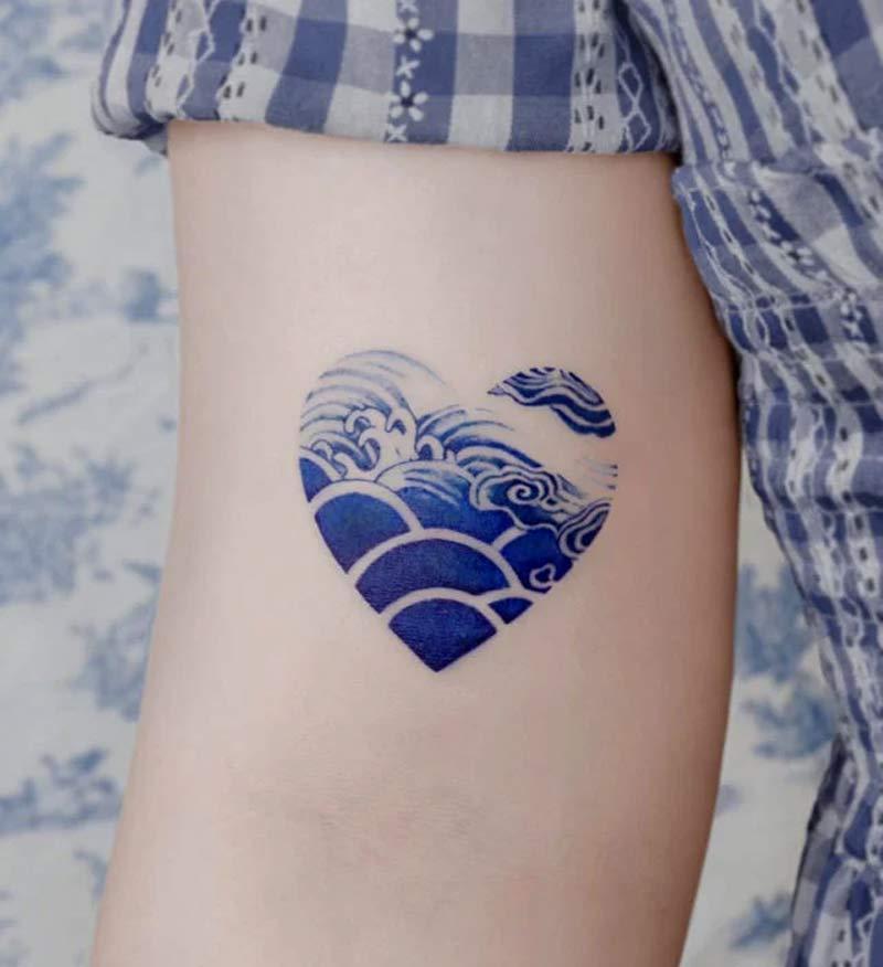 tatuagem-delft-blue-coracao-mar-porcelana