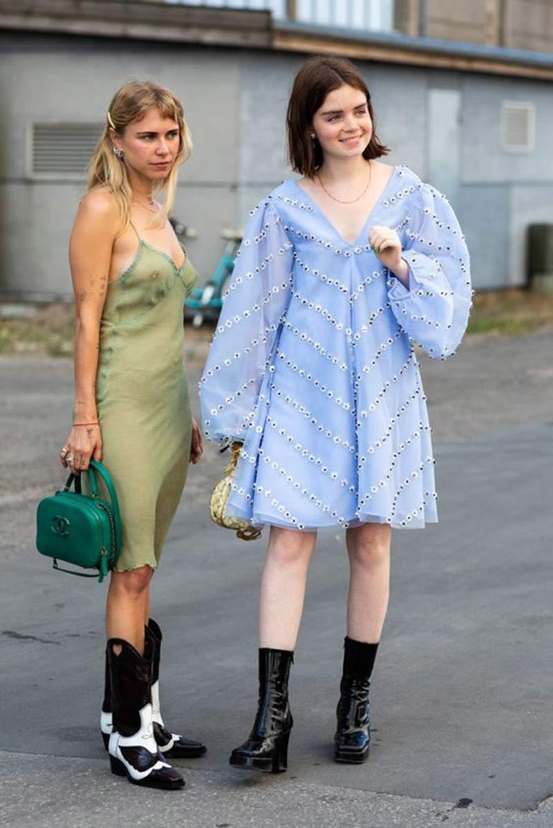 vestido-trapezio-azul-bordado