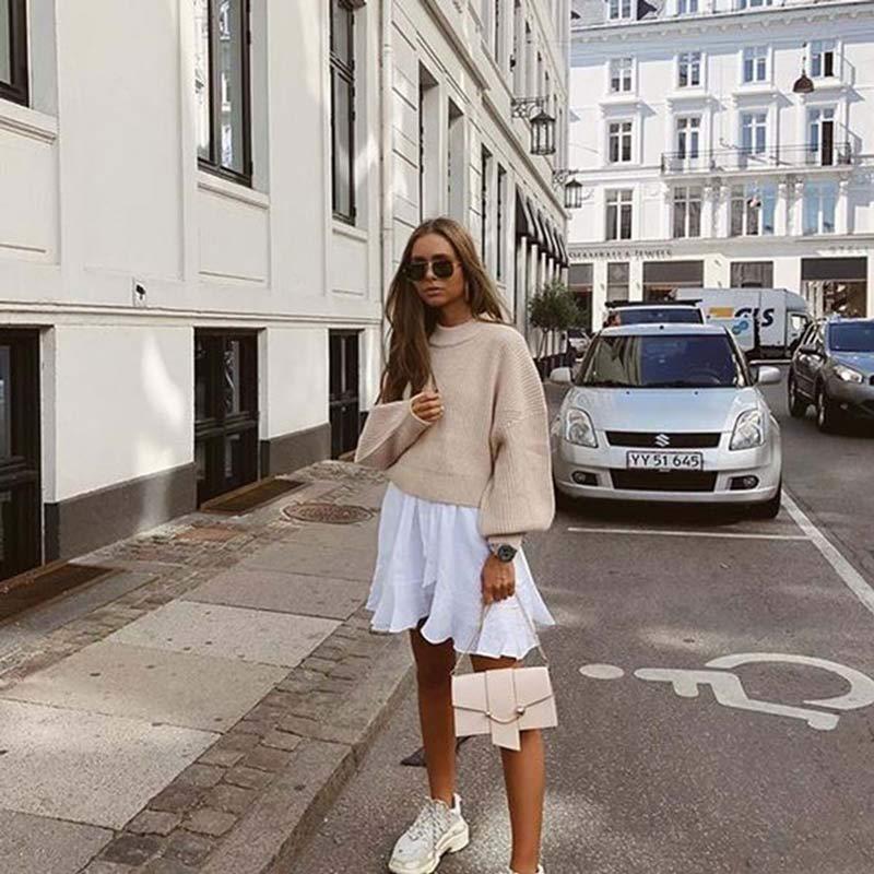 vestido-trapezio-branco-com-blusa-de-la-por-cima