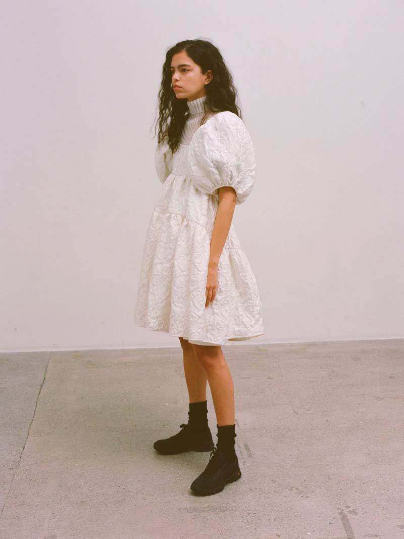 vestido-trapezio-branco-manga-bufante