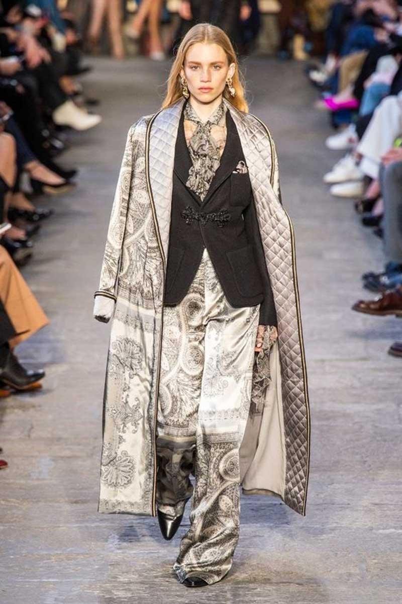 etro-desfile-inverno-casaco-estilo-robe-acolchoado