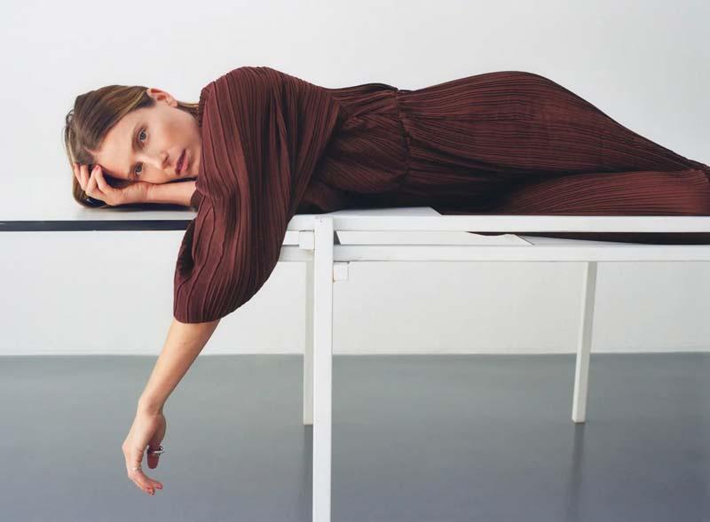 lookbook-zara-poses-cansada