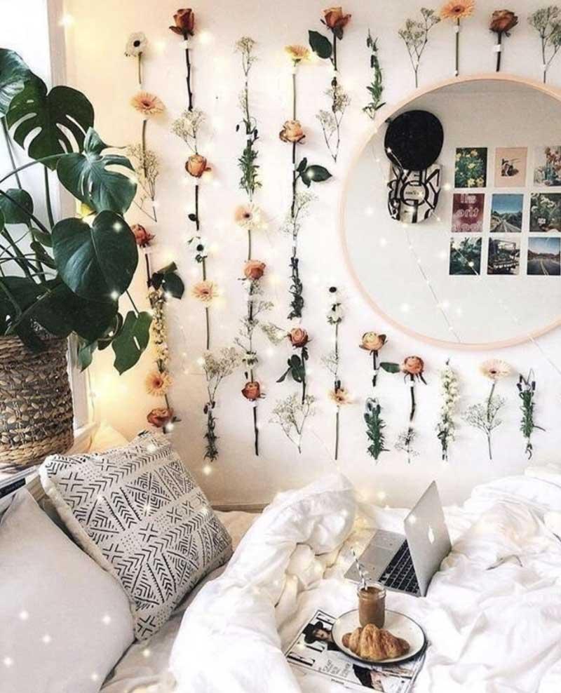 parede-de-flores-com-espelho-redondo