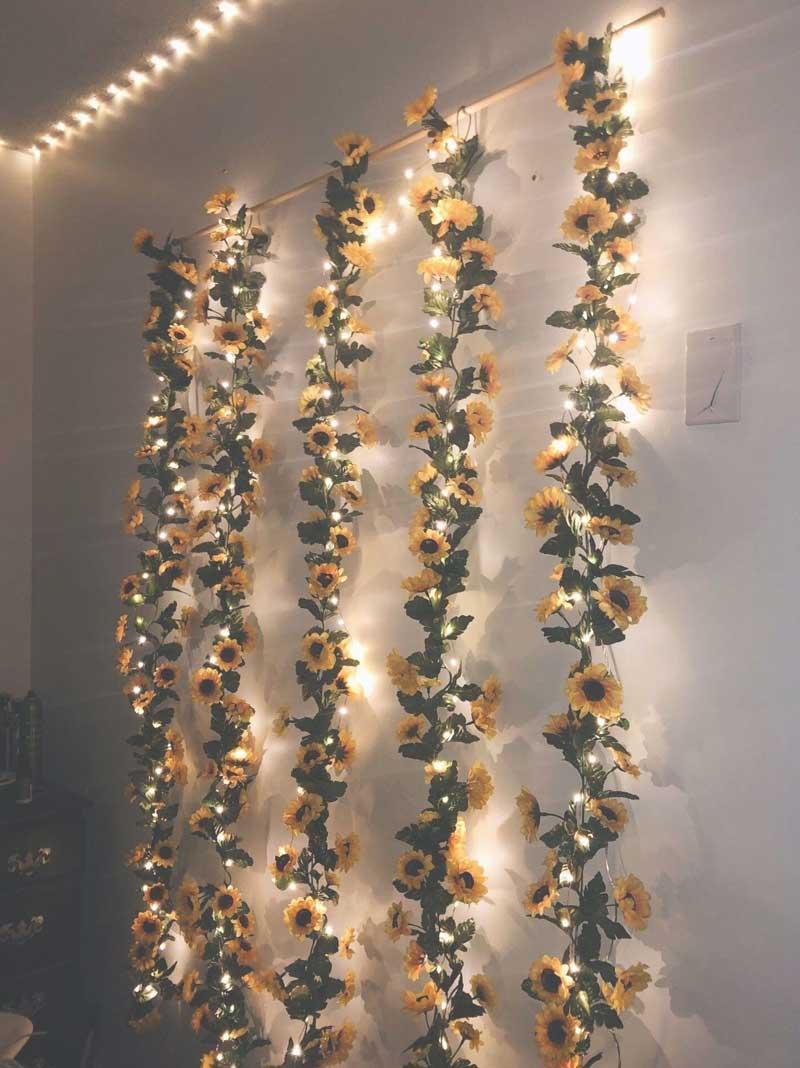 parede-de-flores-com-luzes-quarto