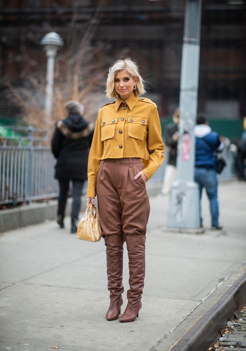 calca-slouchy-marrom-camisa-mostarda-looks