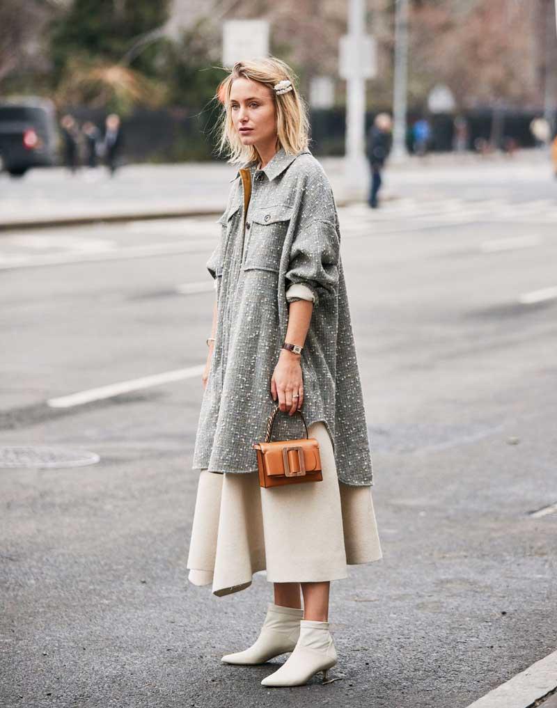 looks-shacket-cinza-vestido-branco-como-usar