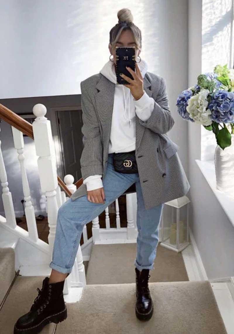 moletom-branco-blazer-cinza-calca-mom-jeans-coturno-looks-estilosos