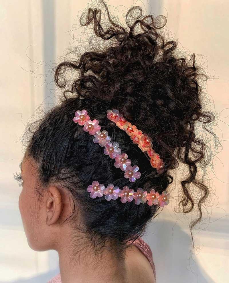 penteados-cabelos-cacheados-com-presilhas-fofas