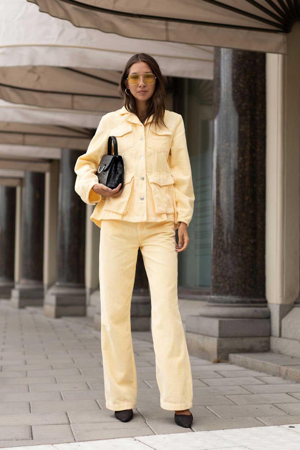 calca-e-jaqueta-veludo-cortele-amarelo-pastel
