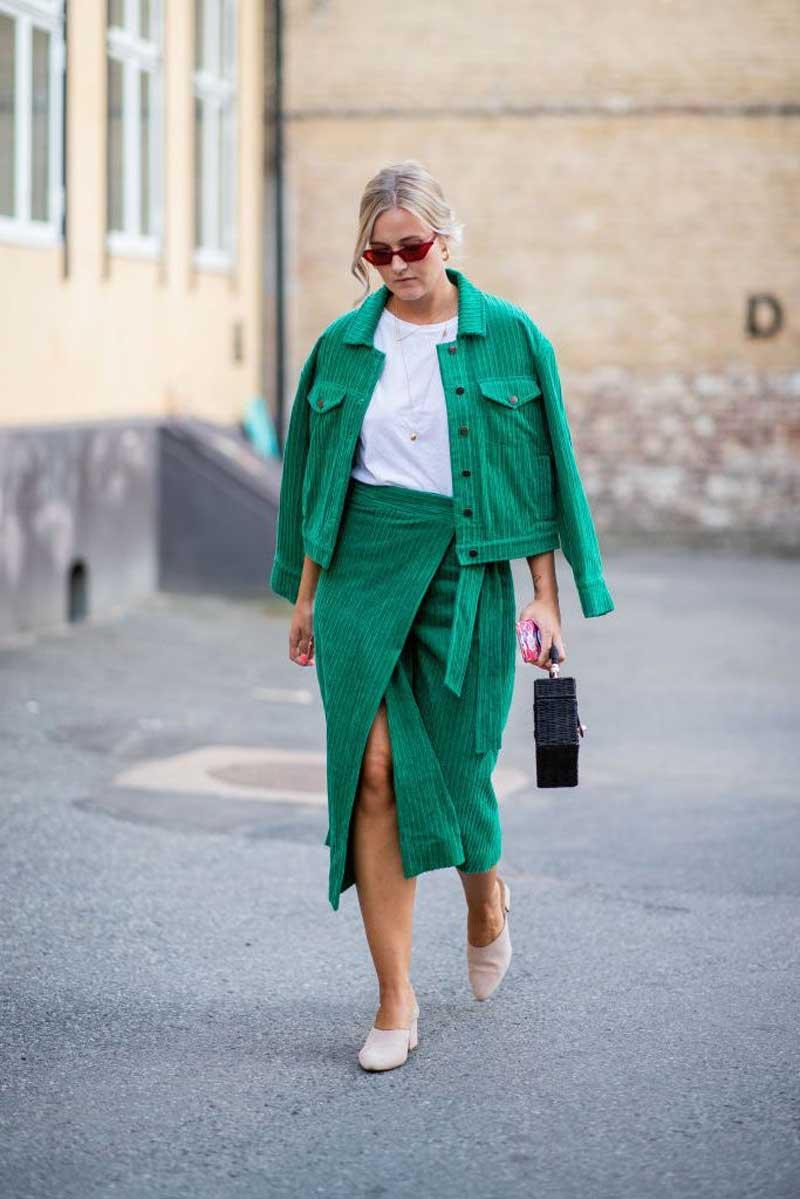 saia-transpassada-e-jaqueta-verde-veludo-cotele