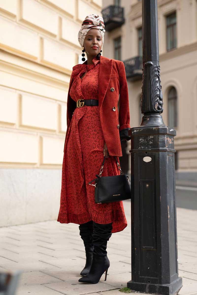 vestido-vermelho-casaco-vermelho-veludo-cotele