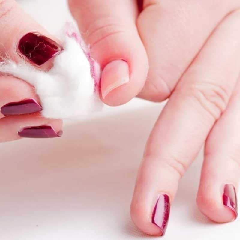 remover-esmalte-com-desodorante