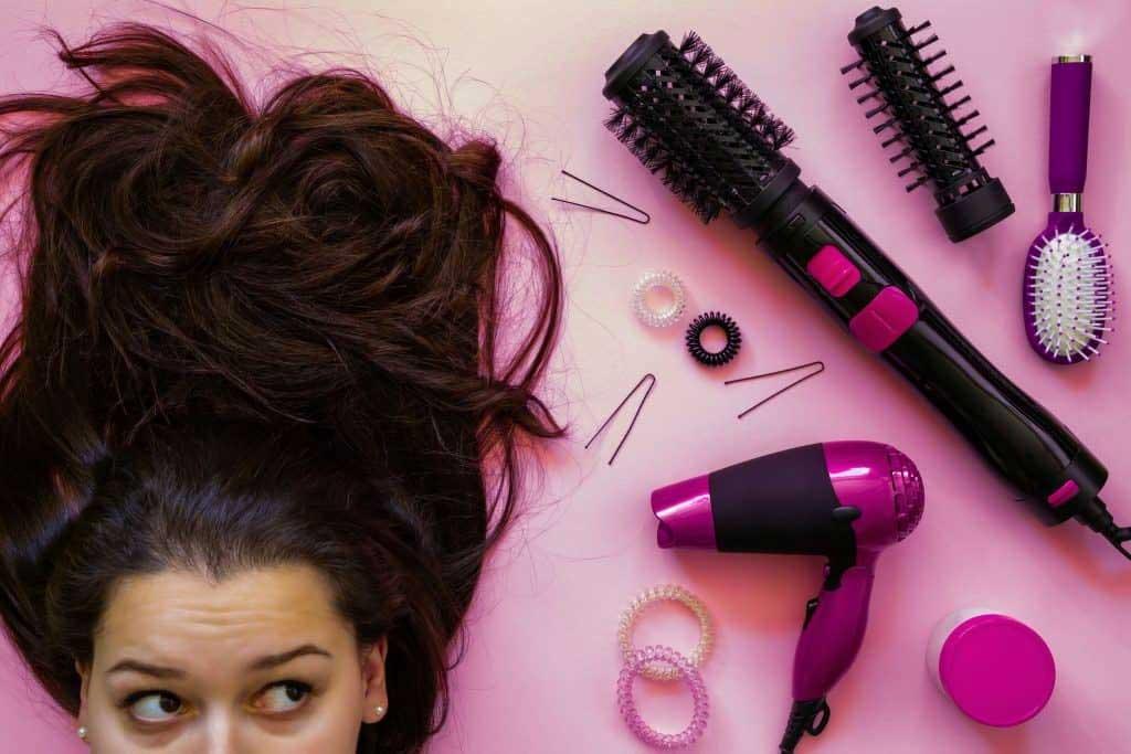 alisar-cabelos-com-secador-frio