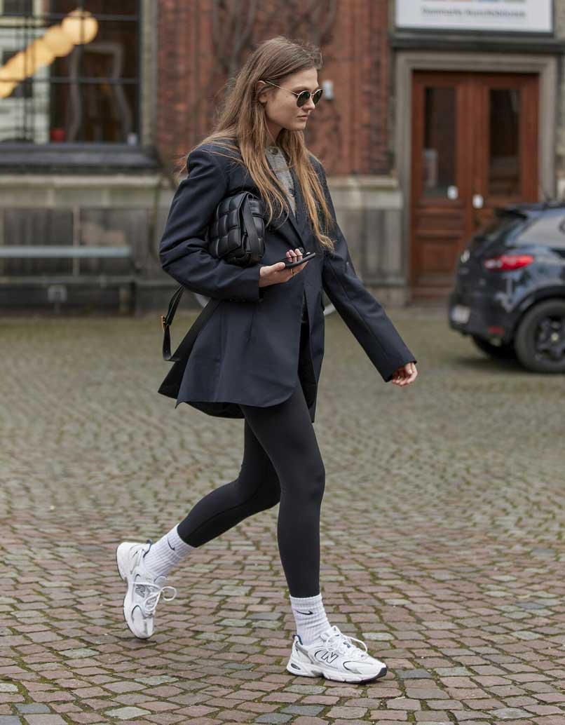 sports-white-socks-over-black-legging-black-blazer-black-street-look