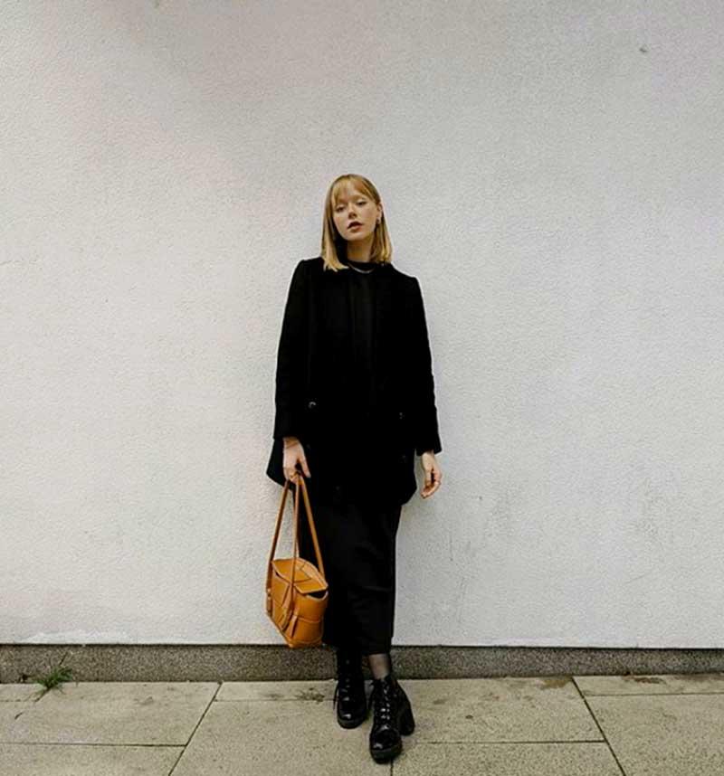 vestido-preto-blazer-preto-coturno-e-meia-calca-bolsa-marrom