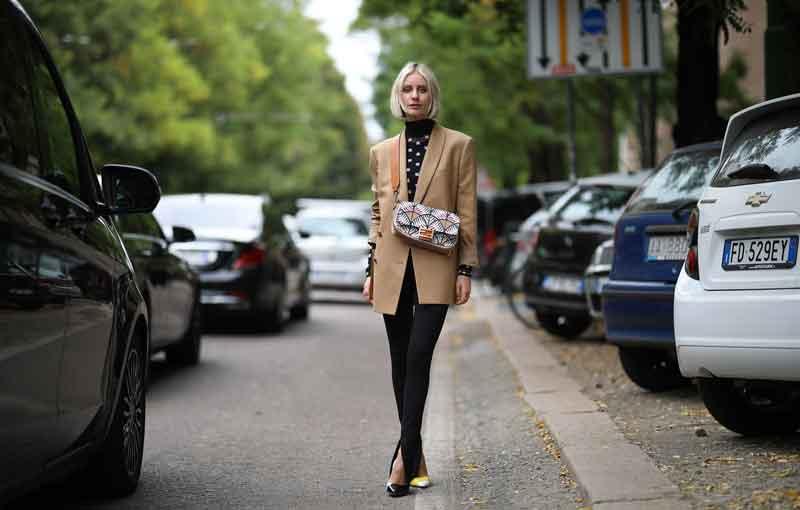 legging-preta-com-fenda-looks-como-usar-blazer-bege