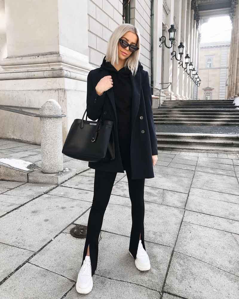 legging-preta-com-fenda-tenis-branco-casaco-preto