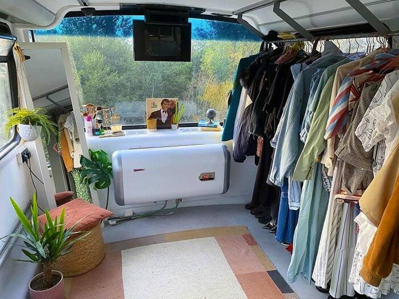 onibus-transformado-em-casa-closet