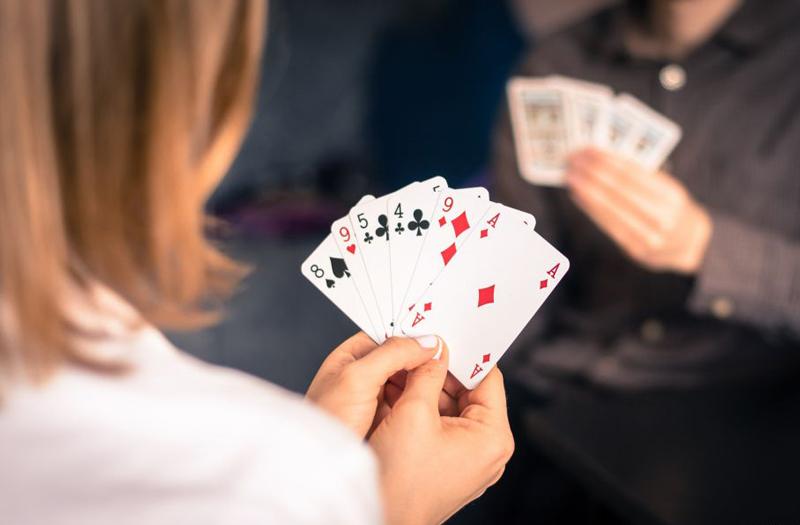 jogo-de-cartas-sem-genero