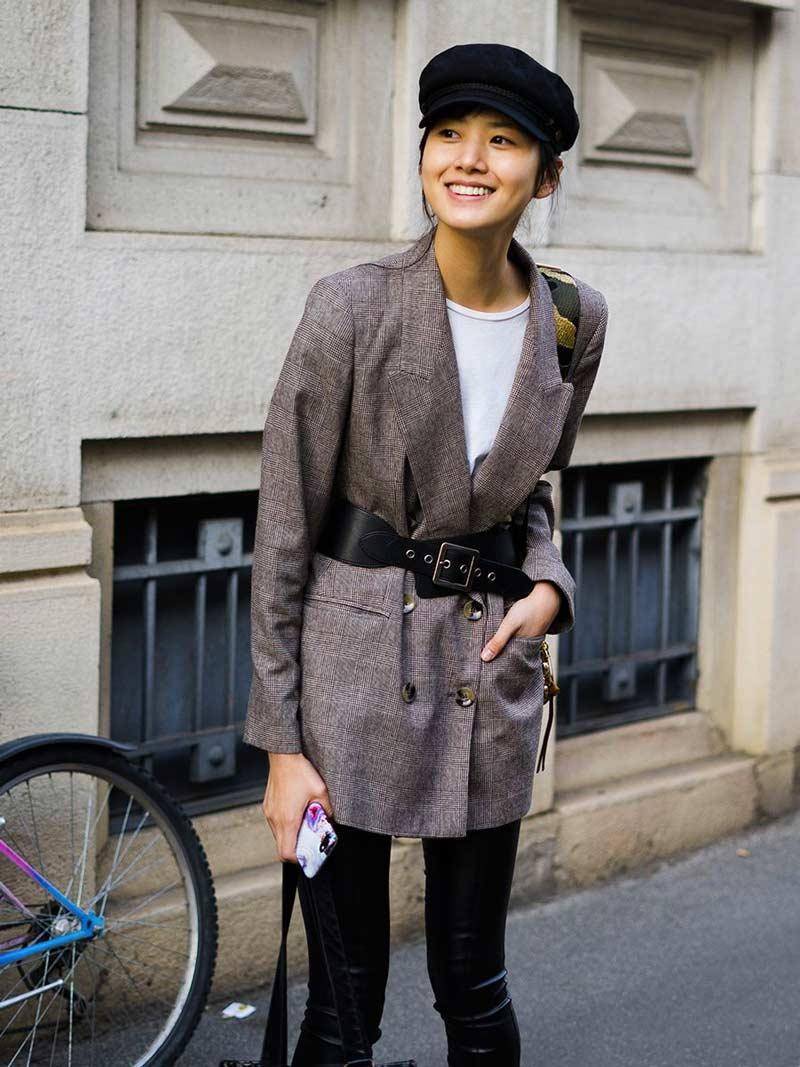 blazer-com-cinto-por-cima-tendencia-moda-2010