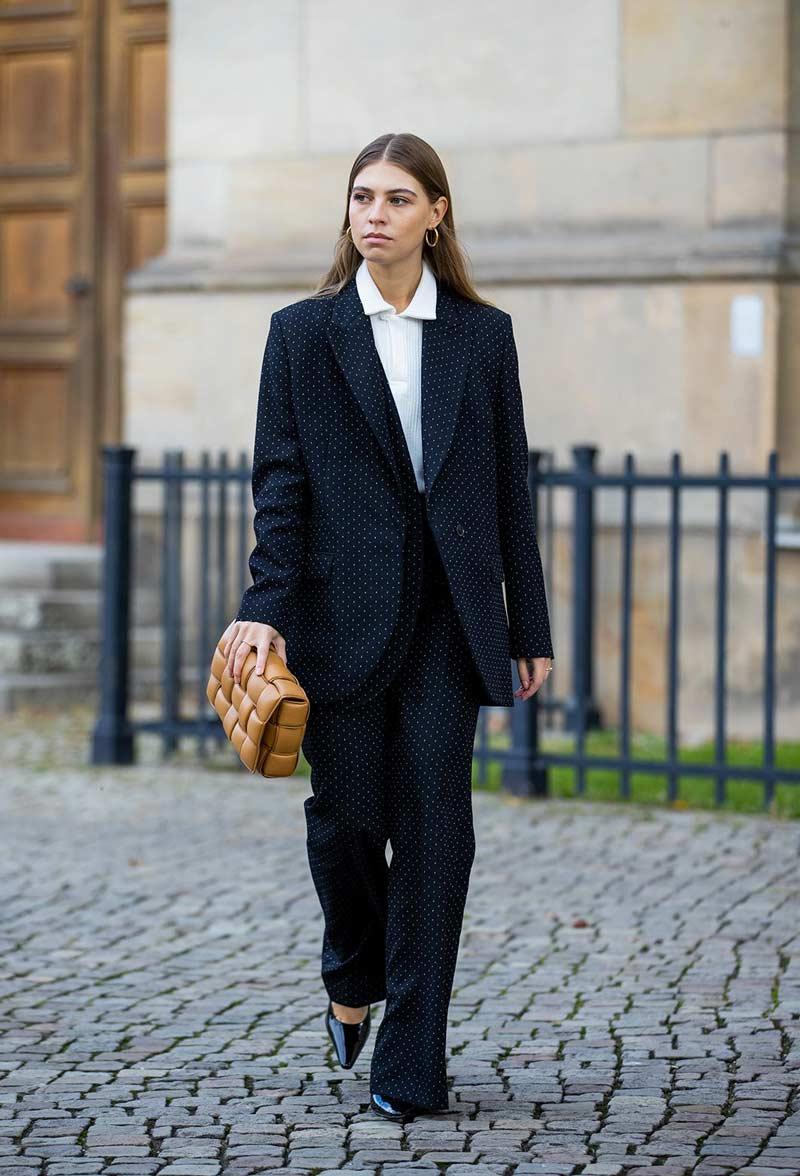 camisa-polo-feminina-branca-blazer-e-terno-looks-como-usar-tendencia