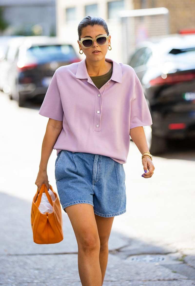 camisa-polo-feminina-rosa-claro-shorts-jeans-looks-estilo-como-usar