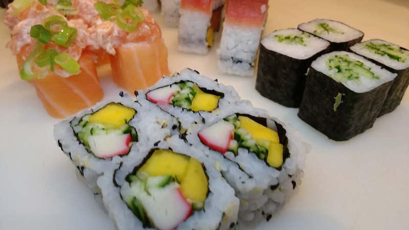 como-fazer-sushi-california-em-casa