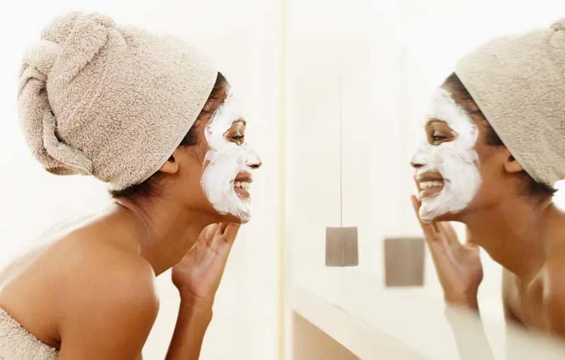 mascara-argila-branca-como-usar-beneficios-pele-cabelo