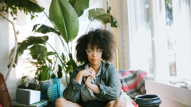 estresse calmaria ansiedade meditacao casa plantas