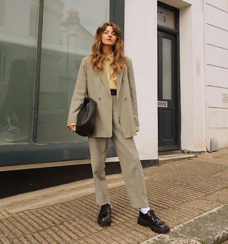 looks de trabalho feminino com terno