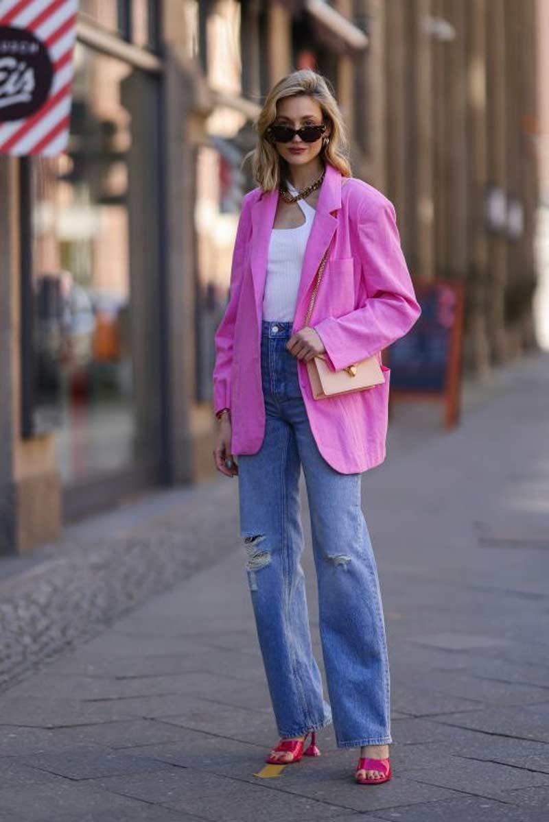calça jeans reta blusa branca blazer rosa pink de linho looks mulheres alta
