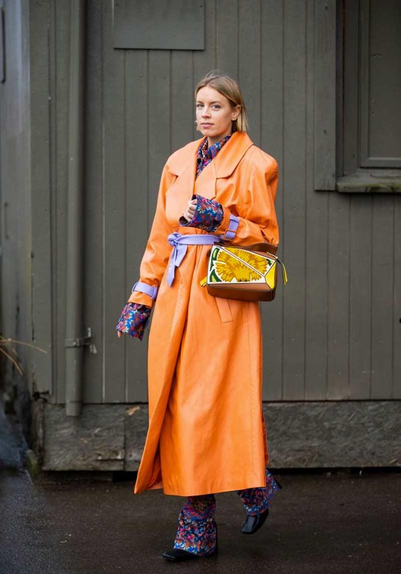 casacos ideais para mulheres altas sobretudo laranja