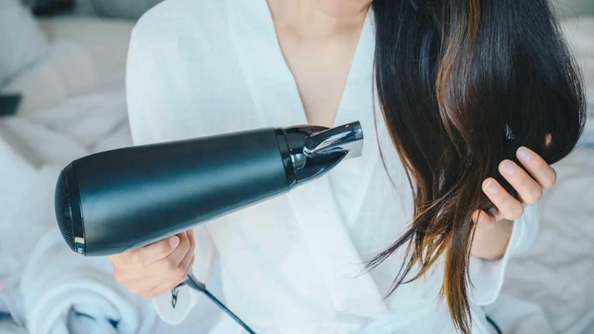como enrolar os cabelos com secador