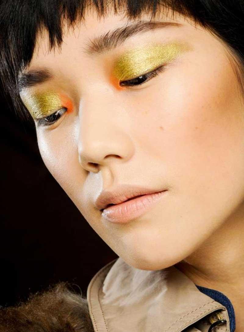 maquiagem dourada sombra laranja canto interno