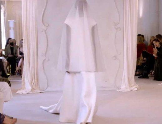 balenciaga vestido de noiva sem gênero