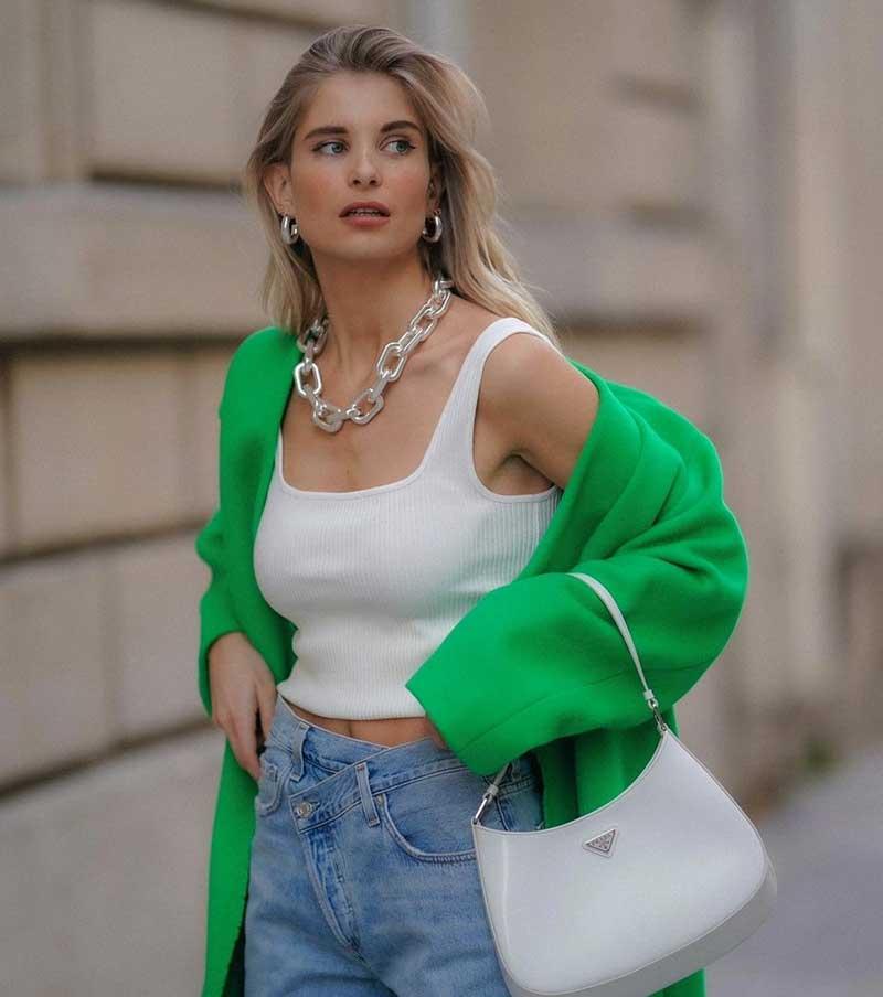 blazer verde regata branca calça jeans looks como usar