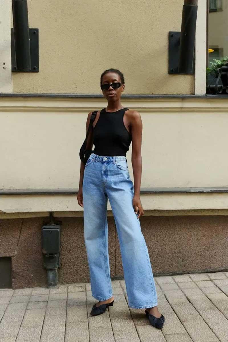 calça wide leg jeans claro regata preta