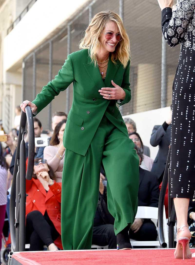celebridades famosas looks roupas verde calça social blazer