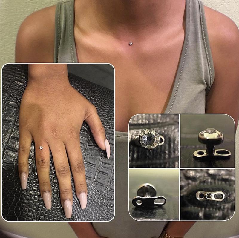 diamante no dedo anel de noivado