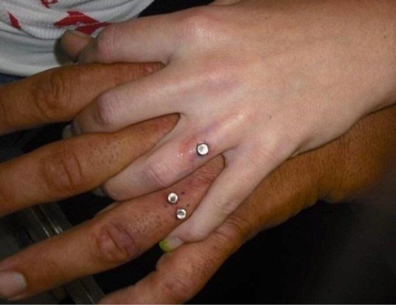 diamante no dedo