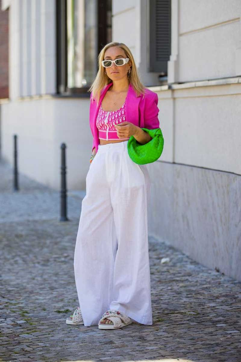 looks verde rosa calca palazzo branca blazer rosa bolsa verde neon