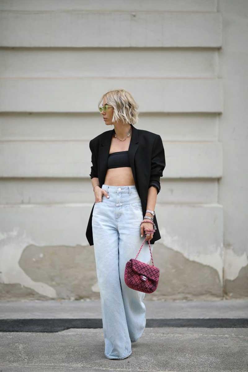 moda anos 70 calça jeans cintura alta cropped preto blazer preto largo