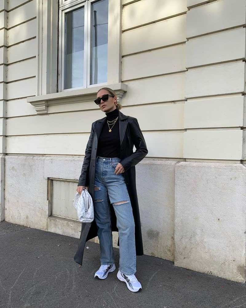 looks com tênis Asics Gel calça jeans blusa preta gola alta blazer de couro
