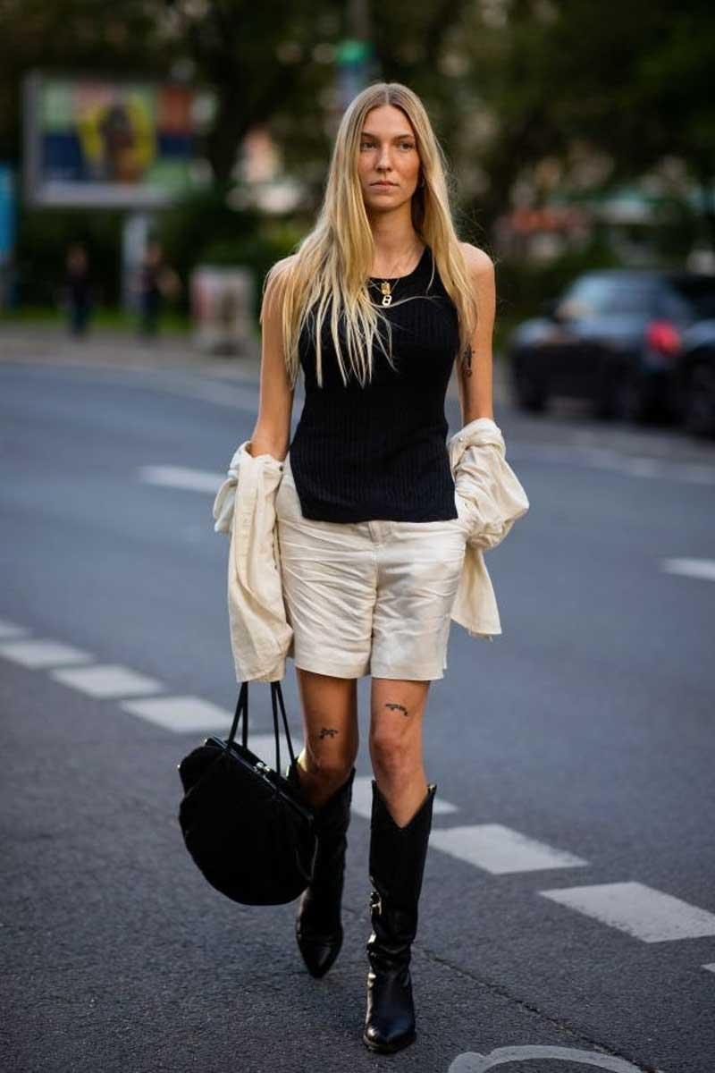 bota de cowboy preta shorts alfaiataria branco regata preta